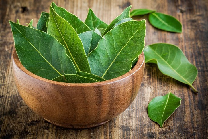 bay leaf is on the table