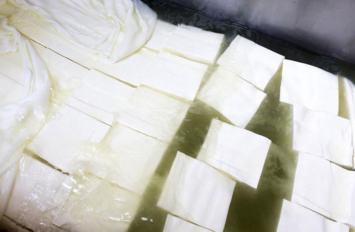 How Long Does Feta Cheese Last? The Best Way To Store It 3