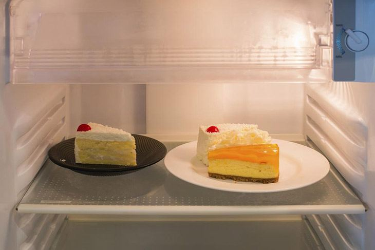 put cheesecake into fridge