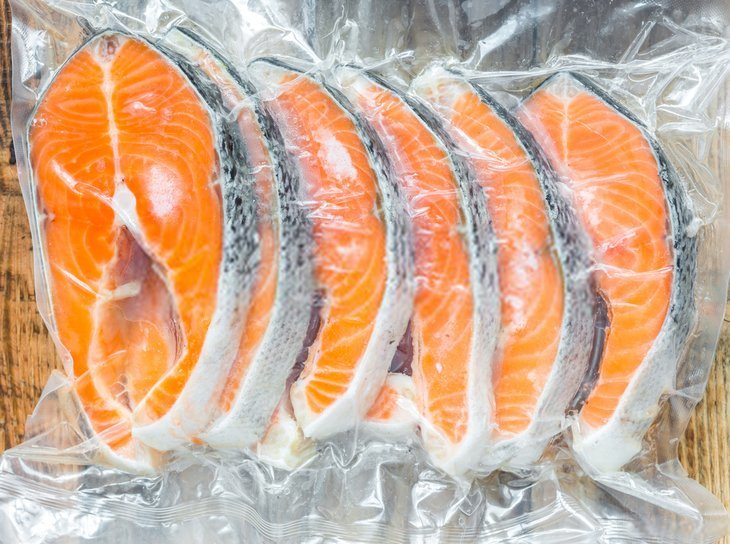best way to freeze smoked salmon