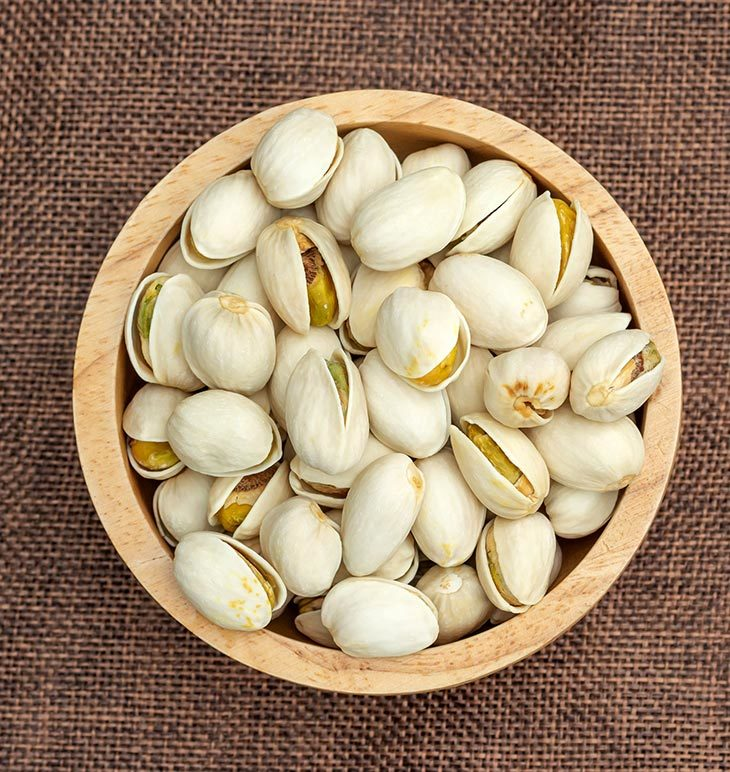 What are the signs of spoiled pistachios