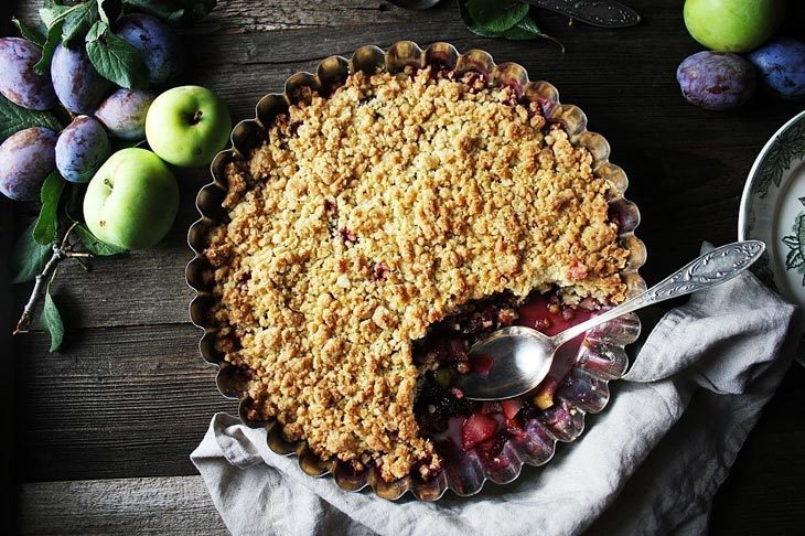 What Is The Difference Between Apple Crisp and Other Crumbs