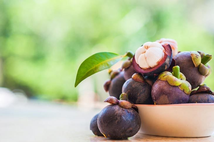 what does a mangosteen taste like