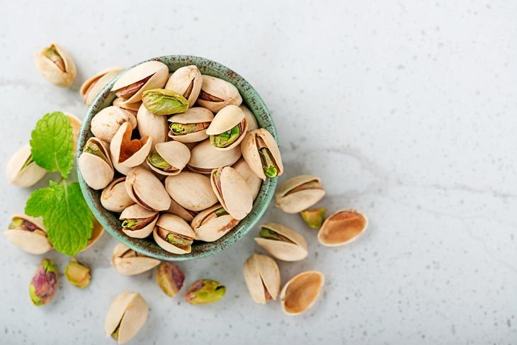 what does pistachio taste like