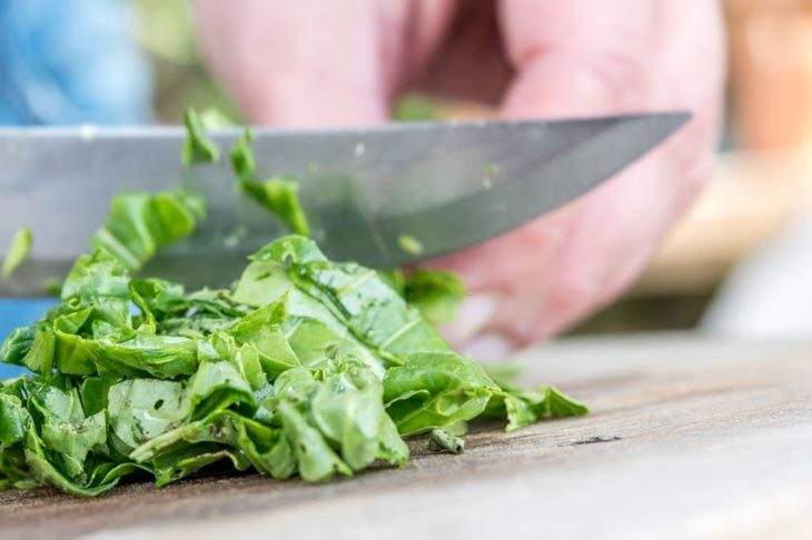 Chop The Spinach